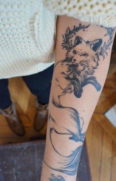 tatuaż lisek na ręce