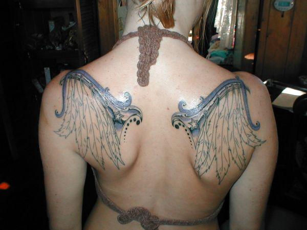 tatuaże na plecach skrzydła