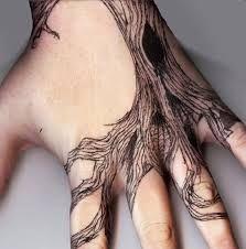 tatuaże drzewa na dłoni