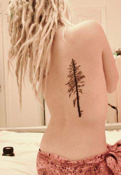 tatuaże drzewa na plecach