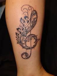 tatuaż klucz wiolinowy i nuty
