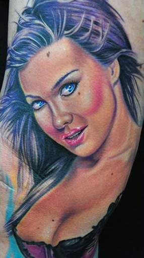 tatuaż carmen electra