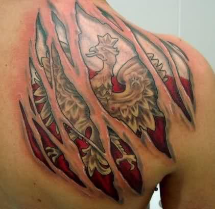 tatuaż 3d na plecach godło