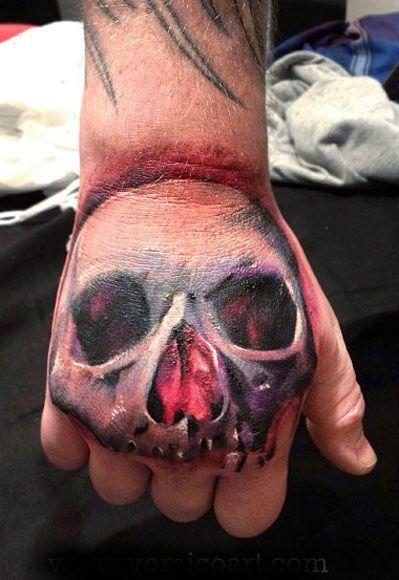 czaszka 3d na dłoni