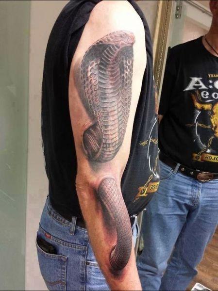 tatuaże na ręce kobra 3d