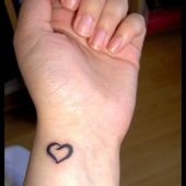 tatuaż, serce na ręce