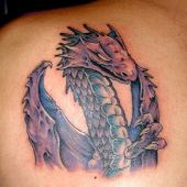 tatuaż smok na łopatce