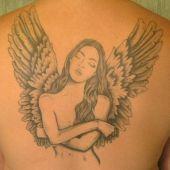 anielica na plecach tatuaż
