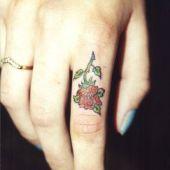 kwiatek na palcu