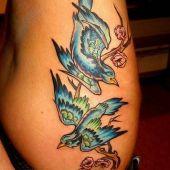 tatuaż ptaki na boku