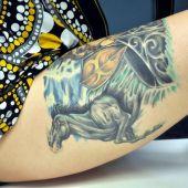 tatuaż konia na udzie