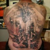 tatuaż indiańska para na plecach