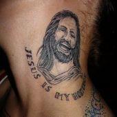 tatuaż Jezusa na szyi