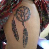 tatuaż na udzie Dreamcatcher