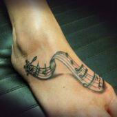 tatuaże na stopie nuty 3D
