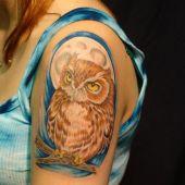 tatuaże na ramieniu sowa