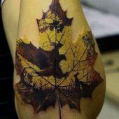 tatuaże męskie niesamowity liść