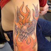 tatuaż phoenix na ramieniu