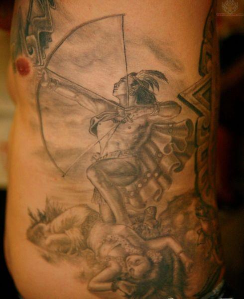 tatuaże na boku indiański wojownik