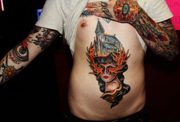 tatuaże na brzuchu twarz kobiety